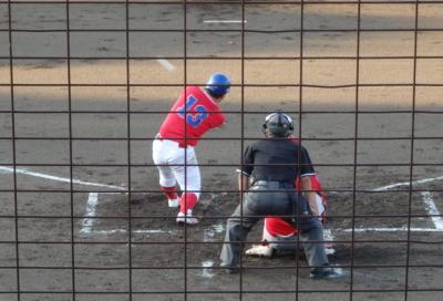 P7302824 3回表上下水道局1死二塁から1番が左越えエンタイトル二塁打を放ち同点