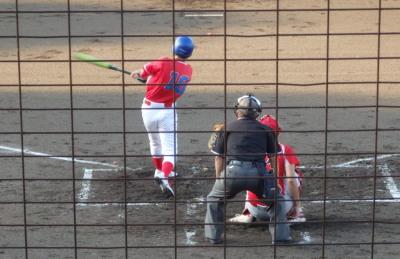 P7302831 2番四球後一、二塁から右中間打を放ち2対1と逆転
