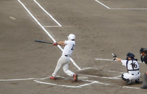 P8032982 1回裏伊勢造園B 1死満塁から7番が中越え3点三塁打