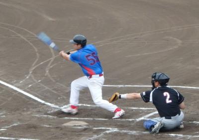 P8093204 1回裏佐川急便B 2死二塁から4番が右中間三塁打を放ち1点先制