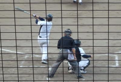 P8163330 1回裏サンキュー1死二塁から三番が左越え二塁打を放ち1対1の同点にする