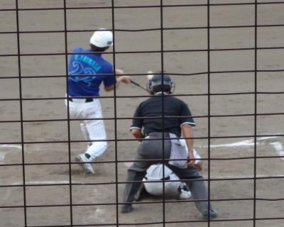 P8183492 1回裏炭焼きよた2死二塁から6番が左翼フェンス越えの2点本塁打を放つ