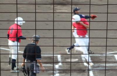 P8233674 1回表伊勢造園㈱2死三塁から暴投で1点先制