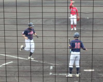 P9234117コスギ 5回表無死一塁から7番が左越え打を放ち2対2の同点