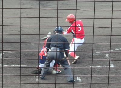 P9234147 味千拉麺5回裏2死一、二塁から3番が右中間にサヨナラ二塁打を放つ