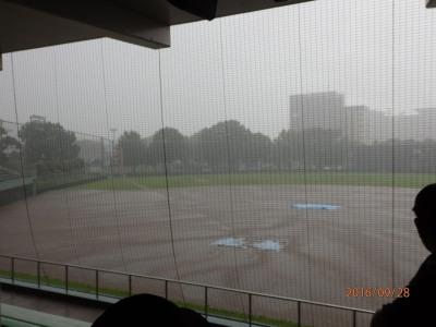 P9284243 7回裏2死で降雨で25分中断 4時半再開