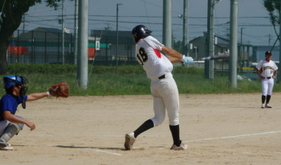 PA024281Le.visage2回裏1死二、三塁から8番中山が右越え三塁打を放つ