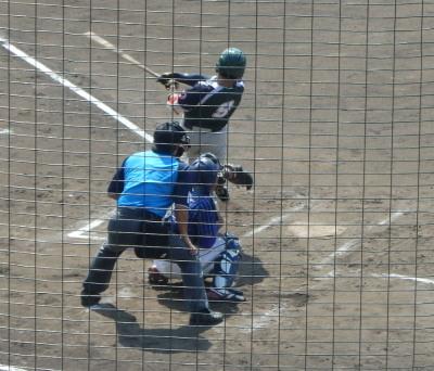 PA0743746回裏沖縄大学1死一塁から3番が左越え二塁打を放ち1対1の同点
