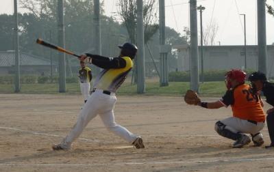 PB064660Big連チャンず6回表無死一塁から3番藤森が左フェンス直撃の超巨大二塁打を放ち一塁から和泉が生還