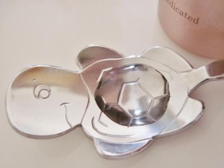 鼻・頬の黒ずみ、開き、凸凹毛穴、ニキビを簡単3分ケア!角栓対策専用、薬用美白美容液【ヴェルモア】