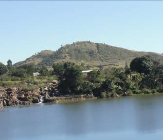 マダガスカルの高原の山2