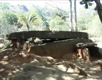 マダガスカル古代の墓
