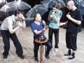 「透明のビニール傘」を使った稽古の様子