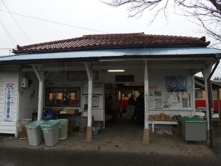 里見駅 駅舎
