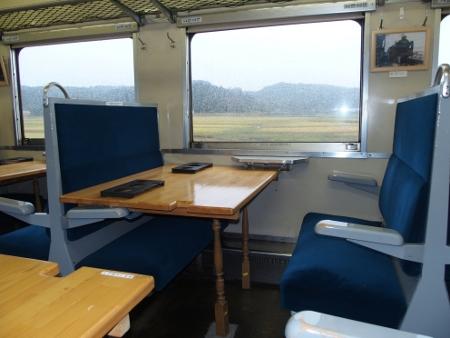 いすみ鉄道キハ28形テーブル
