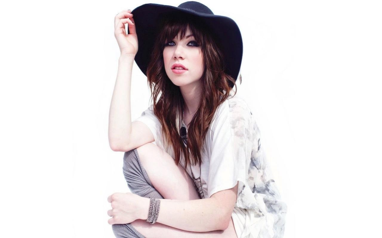 7905438-carly-rae-jepsen-wallpapers_convert_20160919025652.jpg