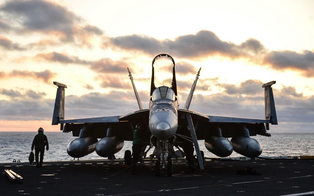 FA-18E-Super-Hornet-aircraft-fighte2560x1600_convert_20160712024127.jpg