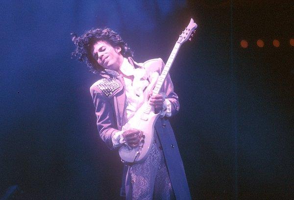 【訃報】天才ミュージシャン、プリンスが死去!57歳の早すぎる死に世界が泣いた