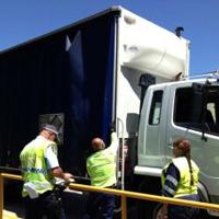大型トラックの取り締まり