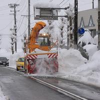 道路上の除雪車