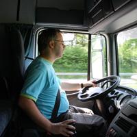 大型トラックのドライバー