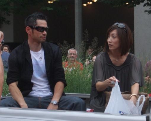 Suzuki_Ichirō_and_his_wife_Yumiko