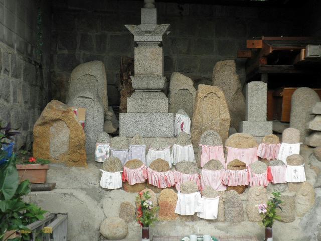 鉢塚 石造物群 (2)