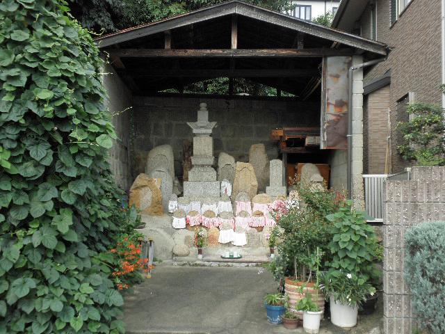 鉢塚 石造物群 (1)