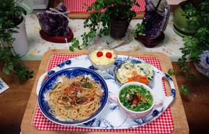 晩御飯 パスタ サラダ スープ