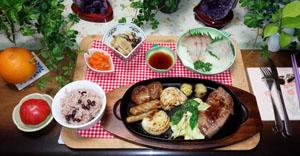晩御飯 ステーキ 刺身 筍蕨煮 赤飯