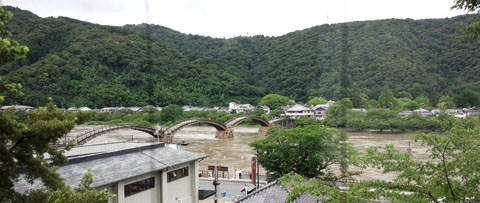今日の錦帯橋 錦川増水中