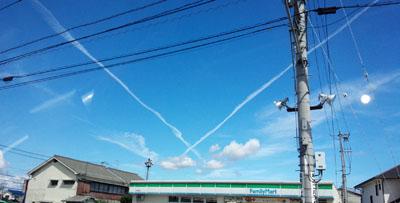 よくある飛行機雲