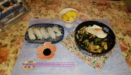 晩御飯 煮込みうどんとエンガワ寿司
