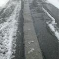 道路に設置されている消雪パイプ