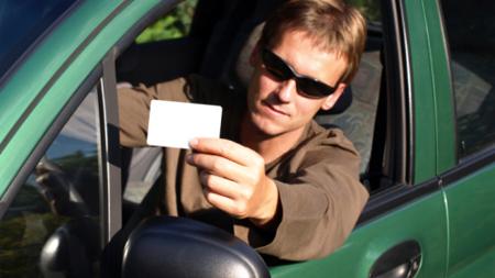 ドライバーと免許