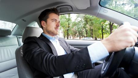 運転席のドライバー