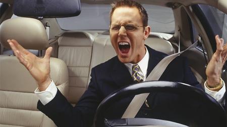 車で怒っている人