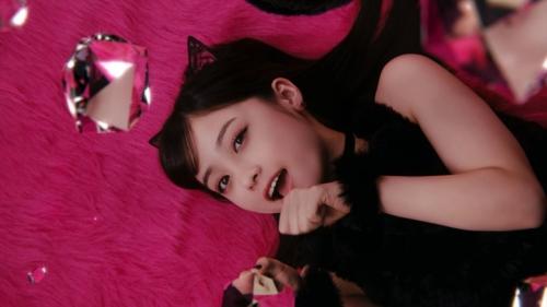 """橋本環奈が猫耳&ショートパンツでセクシーな""""黒猫""""に メンソレータムのウェブ限定CMで4"""