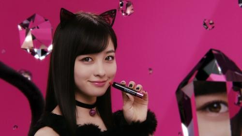 """橋本環奈が猫耳&ショートパンツでセクシーな""""黒猫""""に メンソレータムのウェブ限定CMで2"""