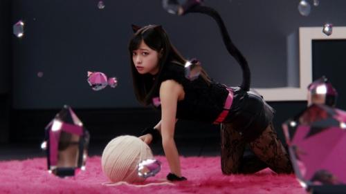 """橋本環奈が猫耳&ショートパンツでセクシーな""""黒猫""""に メンソレータムのウェブ限定CMで7"""