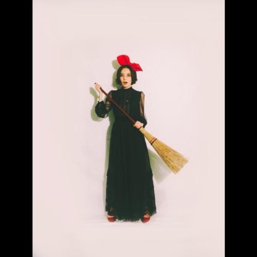 """ベッキー、魔女の宅急便""""キキ""""に ショートヘア映える仮装に「めっちゃ似合ってる」の声1"""