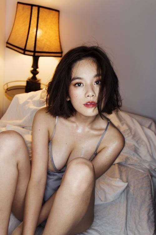 【画像】筧美和子、スタイルブック『Me』と写真集『Parallel』で修正なしのすっぴんショットを披露4