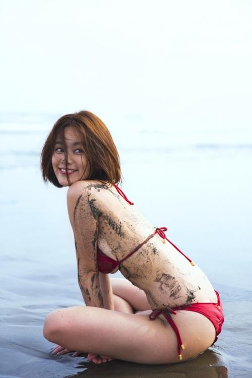 【画像】筧美和子、スタイルブック『Me』と写真集『Parallel』で修正なしのすっぴんショットを披露3