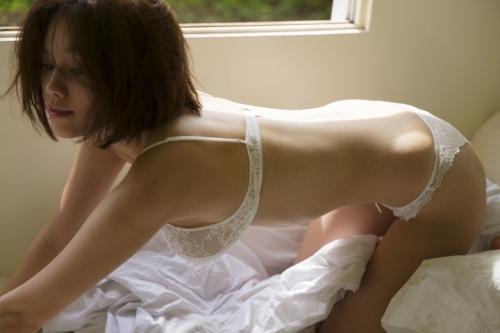 【画像】筧美和子、スタイルブック『Me』と写真集『Parallel』で修正なしのすっぴんショットを披露2