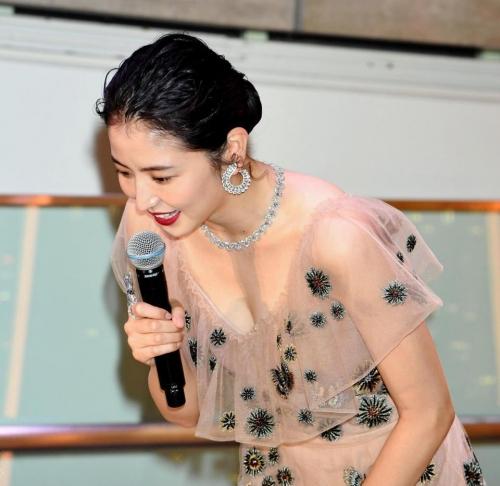 【画像】長澤まさみ 透けドレスでセクシー胸元2