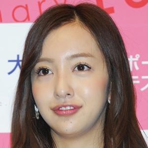 ともちんこと板野友美の最新シングルが大爆死!ハイタッチしたいファンもいなくなった!?