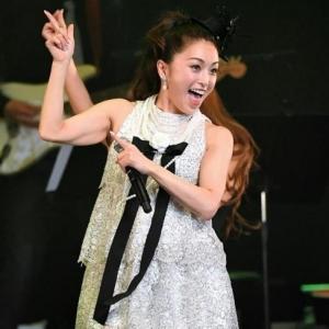 酒井法子、デビュー30周年記念コンサートで「よろピクピク~!」 ハイテンションのりピーwww