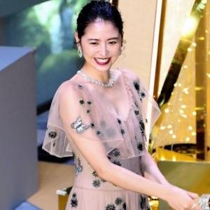 【画像】長澤まさみ 透けドレスでセクシー胸元