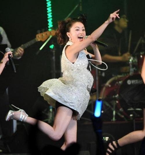 酒井法子、デビュー30周年記念コンサートで「よろピクピク~!」 ハイテンションのりピーwww2
