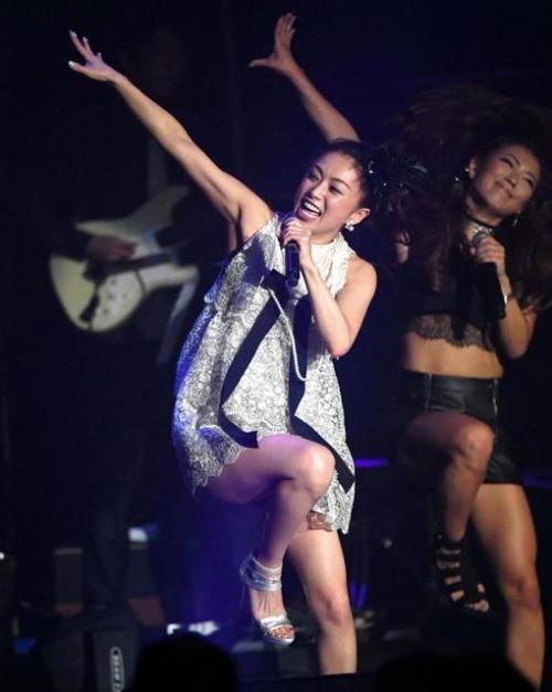 酒井法子、デビュー30周年記念コンサートで「よろピクピク~!」 ハイテンションのりピーwww3